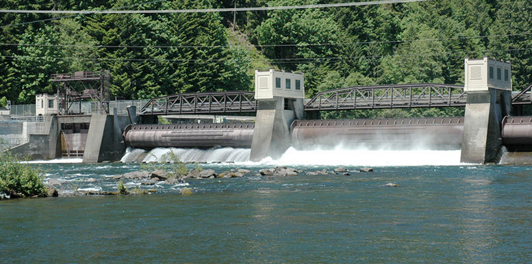 leaburg dam on the mckenzie river